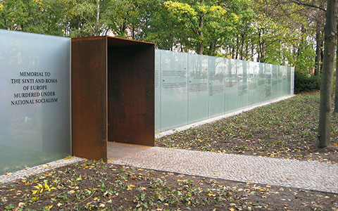 1-Berlin-DenkmalSintiRoma2-Asio