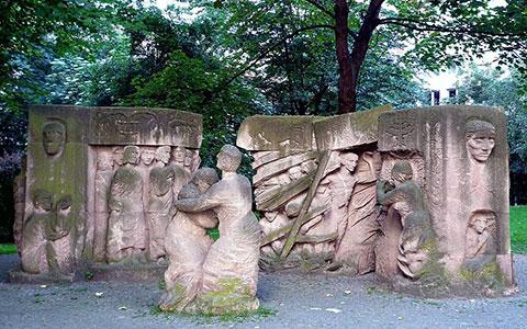 1-Rosenstrasse_Denkmal_3