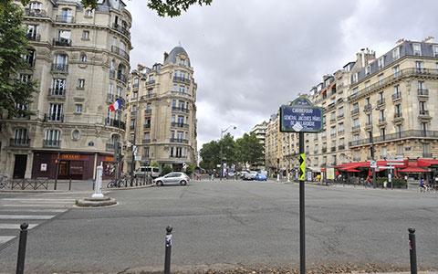 14-1-Carefour_J._Paris_de_Bollardiere_photo_de_Jany_Fejoz