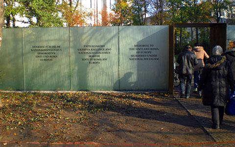 2-Mahnmal_fuer_Sinti_und_Roma_2012-10-31_01