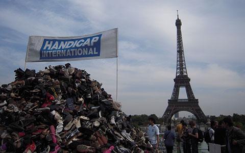 3-4-Pyramide_de_chaussures_Handicap_International