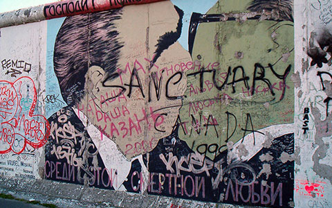 3-EastSideG-3-Sanctuary-Berlin_Wall