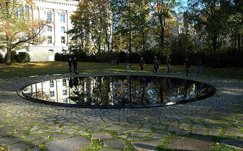 4-File_Mahnmal-fuer-Sinti-und-Roma-2012-10-26-01