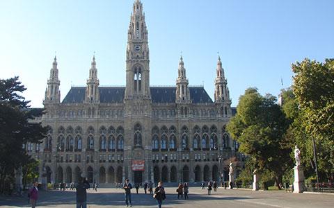 8-1-Rathausplatz