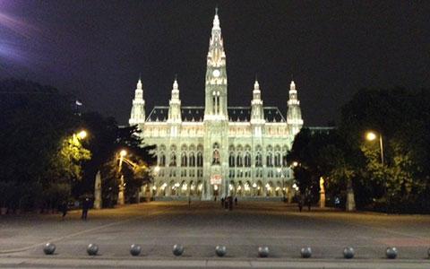 8-3-Rathausplatz